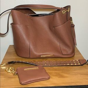 Steve Madden faux leather purse w/ gold hardware.